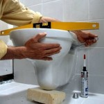 installer une cuvette WC à suspendre