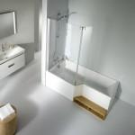 une baignoire avec sa douche combinée
