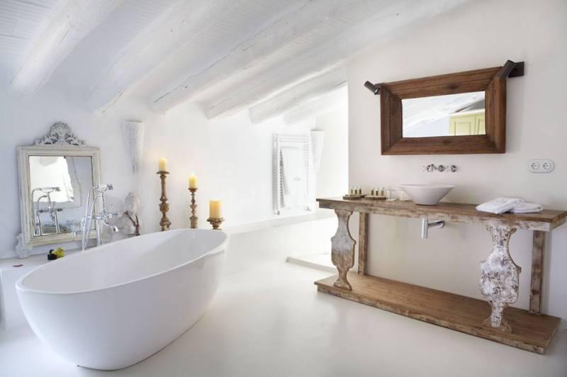 Am nagement salle de bains sous les toits par planetebain for Salle de bain 10m2