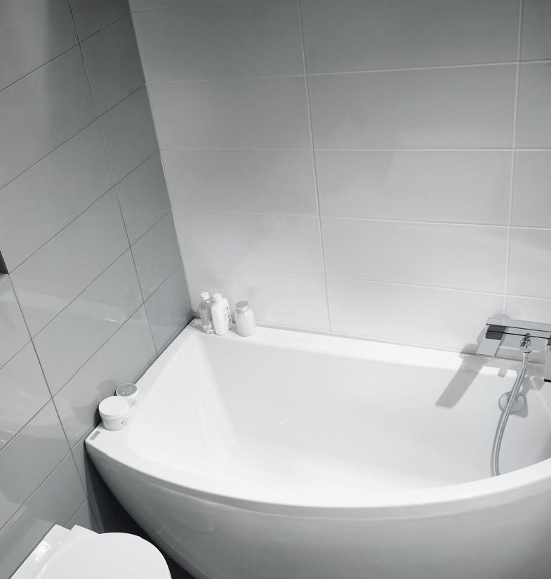 quelle baignoire choisir pour une petite salle de bains. Black Bedroom Furniture Sets. Home Design Ideas