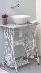 une vasque en céramique