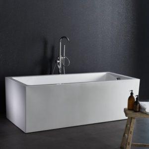 une baignoire rectangulaire