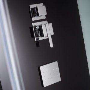 détail d'une cabine de douche à poser
