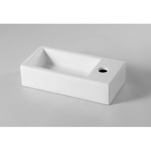 un lavabo rectangle sans robinetterie